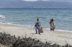 Afrikanska säljare på stranden Fotografering för Bildbyråer