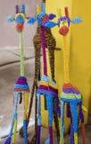 Afrikanska traditionella handgjorda färgrika giraff för djur för pärltrådleksaker Arkivfoto
