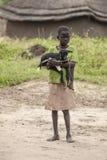 Afrikanskt barn med geten Royaltyfri Foto