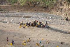 Afrikanskt folk och vatten Royaltyfria Foton