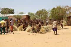 Afrikanskt folk på marknaden Arkivbild