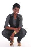 Afrikanskt huka sig ned för affärskvinna Royaltyfri Bild