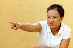 Afrikanskt peka för kvinna Royaltyfria Bilder