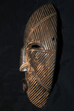 Afrikanskt stam- maskerar - den Lega stammen arkivfoton