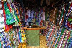 Afrikanskt tyg/textilen shoppar Arkivfoton