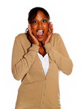 Afro-american ung kvinna som skriker på dig Fotografering för Bildbyråer