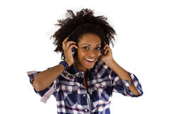 Afro-americano novo com fones de ouvido Imagem de Stock Royalty Free