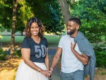 Afro-americano ou mulher negra bonita e filho considerável Fotografia de Stock