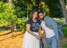 Afro-americano ou mulher negra bonita e filho considerável Imagens de Stock Royalty Free