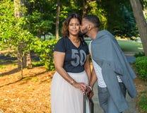 Afro-americano ou mulher negra bonita e filho considerável Imagens de Stock