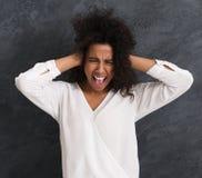 Afro-Amerikaans meisje die hysterically gillen stock foto's