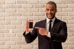Afro Amerykański biznesmen z gadżetem Obrazy Royalty Free