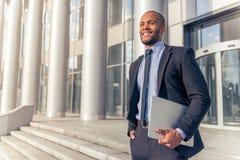 Afro Amerykański biznesmen z gadżetem Obraz Royalty Free