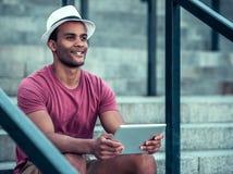 Afro Amerykański mężczyzna w mieście Zdjęcie Royalty Free