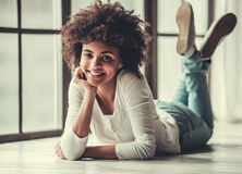 Afro Amerykańska dziewczyna w domu Obraz Stock