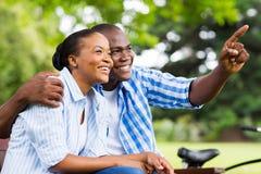Afro amerykańska para outdoors Obraz Royalty Free