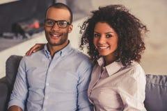 Afro Amerykańska para w domu Zdjęcia Royalty Free
