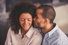 Afro Amerykańska para w domu Zdjęcie Royalty Free