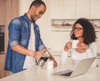 Afro Amerykańska para w kuchni Obraz Stock