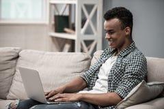 Afro Amerykański facet w domu Obrazy Stock