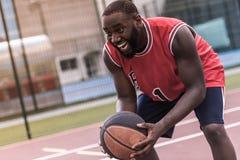 Afro amerykanina gracz koszykówki Fotografia Stock