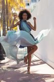 Afro amerykanina model w pięknej sukni Obrazy Stock