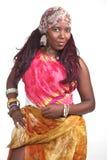 Afro-américain dans la robe colorée Photographie stock