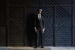 Afro biznesmen bawić się rzeczywistości wirtualnej symulację Obraz Stock