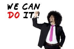 Afro biznesmen pisze motywacja tekscie Obrazy Stock