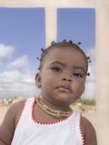 Afro dziewczynki pozycja na tarasie, dziewięć miesięcy starych Zdjęcia Stock