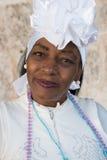 Afro kobieta ubierał z typowym odziewa w Hawańskim Zdjęcia Stock