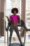 Afro kobiety amerykański bieg na karuzeli Zdjęcie Royalty Free