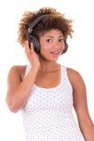 Afro kobiety słuchająca muzyka. Fotografia Stock
