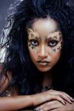 Afro- kvinna med leopardsmink Royaltyfria Foton