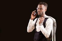 Afro mężczyzna robi przygotowania dla biznesowego spotkania po pracy Obraz Stock