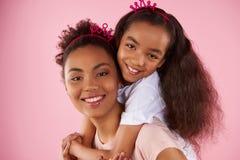 Afro matka w podrabianych koronach i Zdjęcia Stock