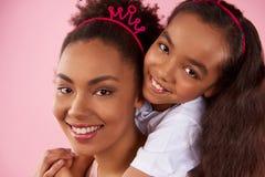 Afro matka w podrabianych koronach i Zdjęcie Royalty Free