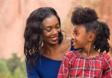 Afro-Mutter und Kind Stockfotografie