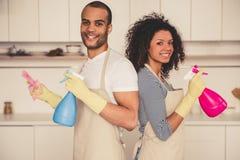 Afro pary amerykański cleaning Zdjęcia Royalty Free