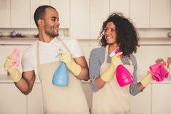 Afro pary amerykański cleaning Obrazy Stock