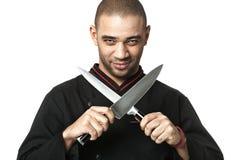 Afro profesjonalisty kucharza mienia Amerykańscy knifes - odosobneni Zdjęcie Stock