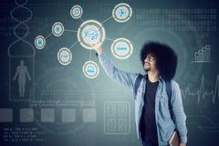 Afro studencki odciskanie wirtualny guzik Obraz Stock