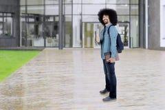 Afro uczeń pokazuje kciuk up przy szkołą Obraz Royalty Free