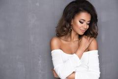 Afro- ung kvinna för skönhet Royaltyfri Bild