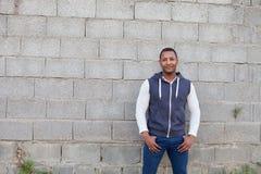 Afroamerican парень на улице стоковая фотография rf