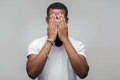 Afroamerican facet czuje przygnębionego i sfrustowanego Obrazy Stock
