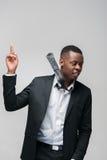 Afroamerican mężczyzna w kostiumu dostać świeżego pomysł Rozwiązywać, Obraz Royalty Free