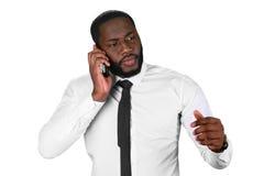 Afroamerican poważnie odpowiedź telefon Fotografia Stock