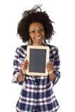 Afroamericano femenino con la pizarra en blanco Foto de archivo libre de regalías