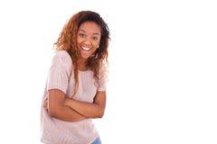 Afroamericano joven feliz aislado en el fondo blanco - Blac Fotografía de archivo